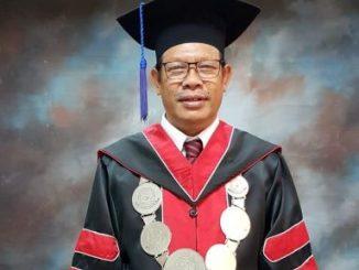 Pertahankan Disertasi, Dekan FH UKI Hulman Panjaitan Raih Gelar Doktor dengan Yudisium Magna Cumlaude